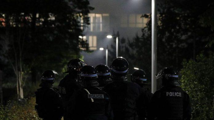 Tensions à Argenteuil en banlieue parisienne après la mort à moto de Sabri (détail)