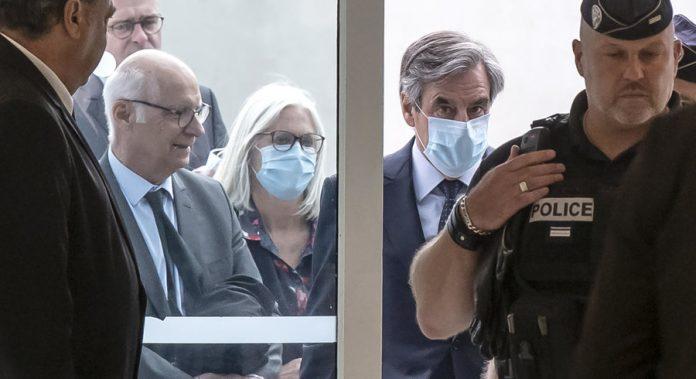Emplois fictifs : Condamné, le couple Fillon fait appel