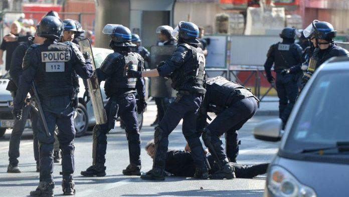 Gilet jaune: Un policier condamné à 18 mois de prison avec sursis pour avoir matraqué une femme de 62 ans à Strasbourg