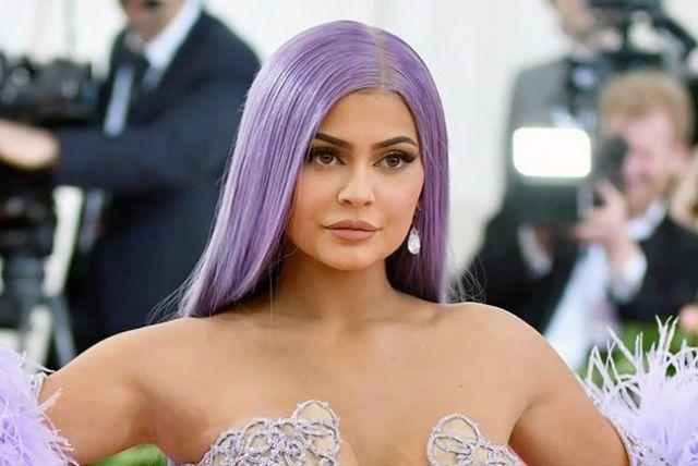 Kylie Jenner accusée d'être une fausse milliardaire par Forbes