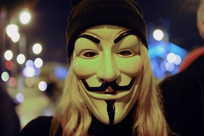 Les Anonymous s'attaquent à la police de Minneapolis (détail)