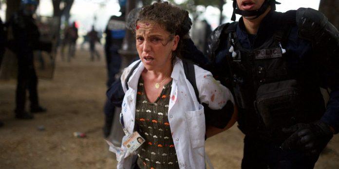 Une Infirmière interpellée lors de la manifestation des soignants à Paris