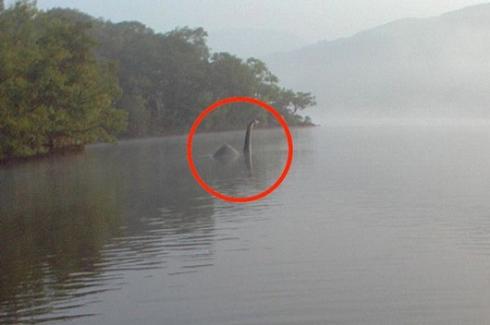Une nouvelle photo du monstre du Loch Ness capturée en Ecosse