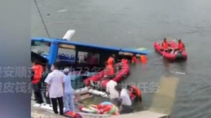 Chine: un bus plonge dans un lac, au moins 21 morts (détail)