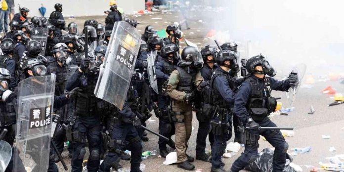 Les vastes pouvoirs de surveillance de la police de Hong Kong (détail)
