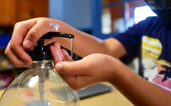 Coronavirus France en direct: Rentrée scolaire, les règles sanitaires s'allègent