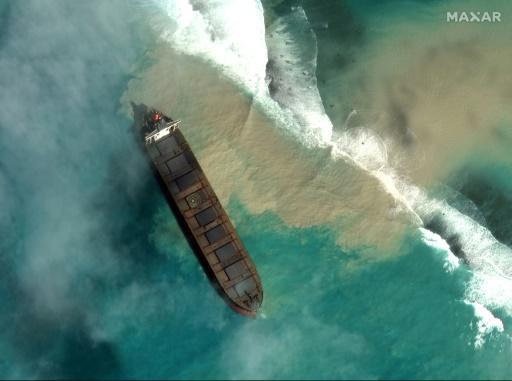 Île Maurice : le bateau échoué menace de se briser (détail)