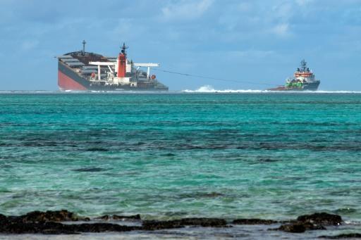 Le « Wakashio », échoué près de l'île Maurice, s'est brisé en deux