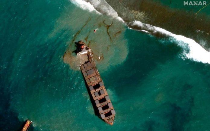 Marée noire à l'île Maurice : le capitaine du bateau arrêté (détail)