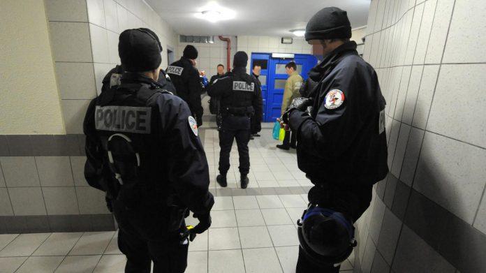 Paris : Trois policiers blessés dans une intervention (détail)