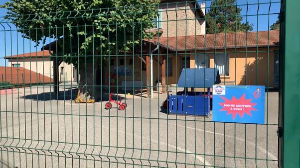 Coronavirus France en direct : les fermetures de classes se multiplient