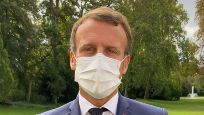 Emmanuel Macron épinglé pour une faute de français (détail)