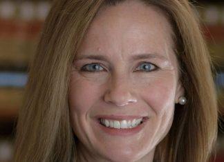 Qui est Amy Coney Barrett, la nouvelle juge nommée à la Cour Suprême ?