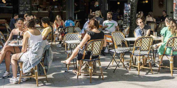 Paris : les restaurants anticipent une possible fermeture (détail)