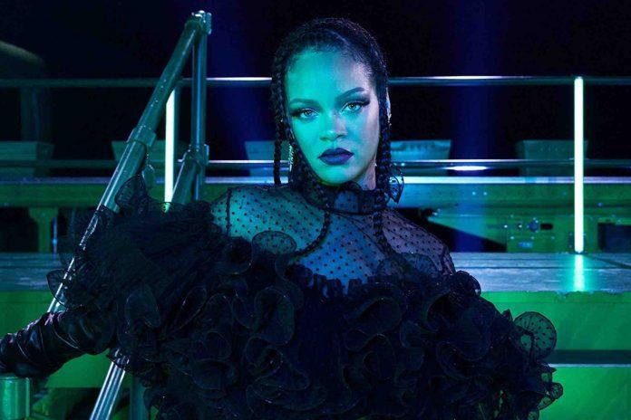 Rihanna a utilisé un texte sacré islamique à son défilé de lingerie
