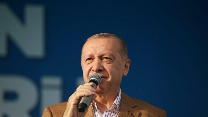 Une caricature d'Erdogan en slip en Une de Charlie Hebdo fait polémique en Turquie (détail)