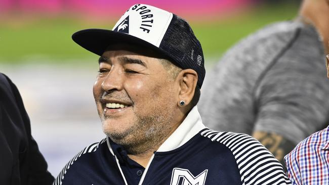 Mort de Diego Maradona EN DIRECT : le génie du ballon rond est mort d'une crise cardiaque