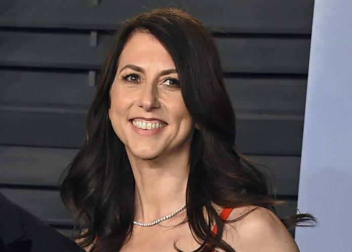 MacKenzie Scott, ex-femme de Jeff Bezos, a fait quatre milliards de dollars de dons caritatifs