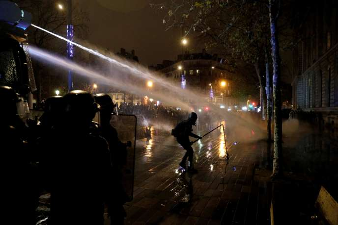 Manifestations Loi sécurité globale : 95 interpellations et 67 membres des forces de l'ordre blessés