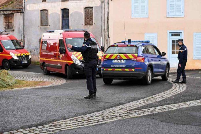 Trois gendarmes tués par un forcené, le suspect retrouvé mort