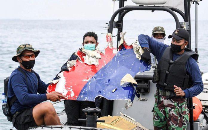 Boeing 737 disparu en Indonésie : les boîtes noires recherchées (détail)
