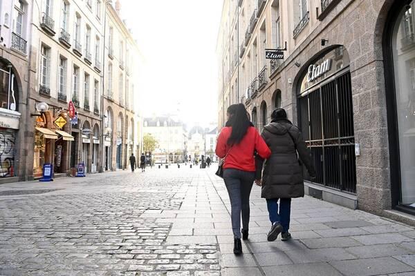Coronavirus France : « Laissons un peu d'air aux Français», pas de mesures sanitaires plus strictes d'ici la fin des vacances scolaires