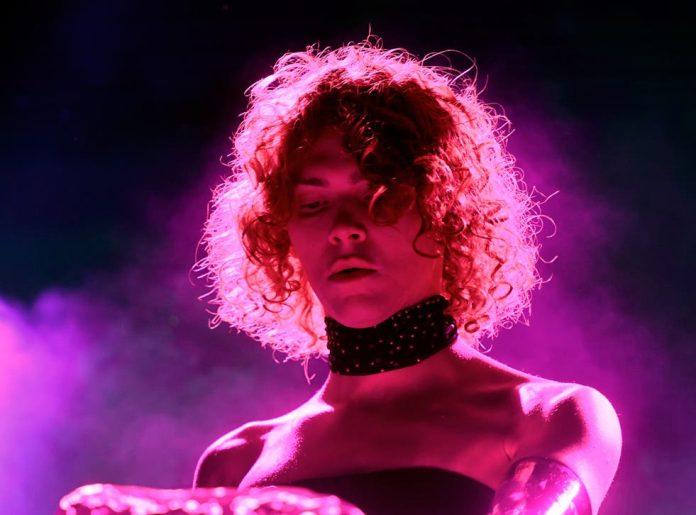 Mort de la musicienne et productrice SOPHIE à l'âge de 34 ans, la pop en deuil
