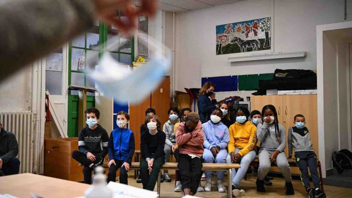 Coronavirus France en direct : Masque de catégorie 1 obligatoire à l'école