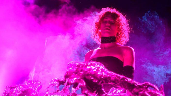 Mort de la chanteuse Sophie : l'hommage déchirant de Charlie XCX