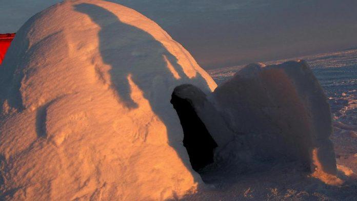 Suisse : Un enfant de sept ans meurt dans l'effondrement d'un igloo construit avec son père (détail)