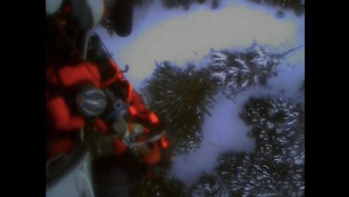 Un skieur attaqué par un ours en Alaska, secouru par hélicoptère (VIDEO)