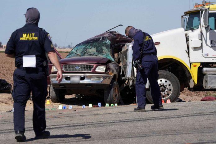 États-Unis : IIs montent à 25 dans un SUV et percutent un camion, 13 morts (VIDEO)