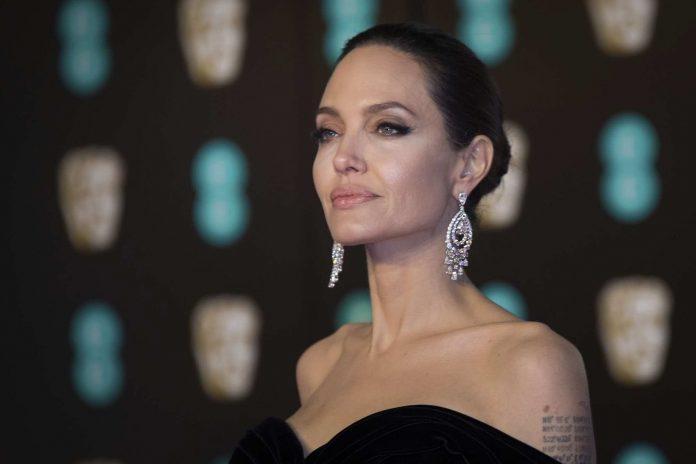 L'actrice Angelina Jolie vend un cadeau de Brad Pitt à plus de 11,5 millions de dollars !