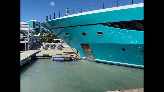 Un yacht à 90 millions de dollars s'écrase sur un quai à Saint-Martin