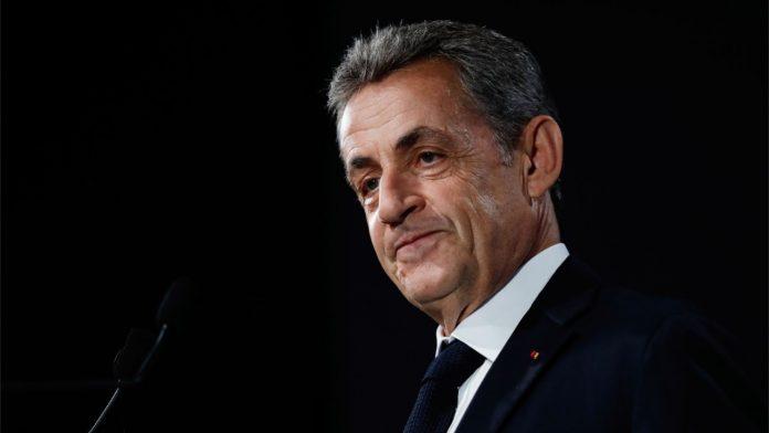 Nicolas Sarkozy appelle la police pour dénoncer une fête clandestine (détail)