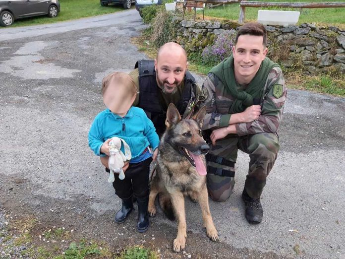 Aveyron : Un enfant de deux ans perdu dans un bois retrouvé grâce au chien des gendarmes (détail)