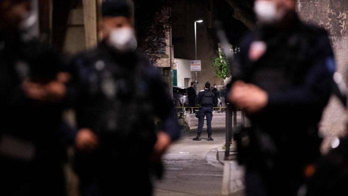 Deux interpellations après la mort d'un policier à Avignon (détail)