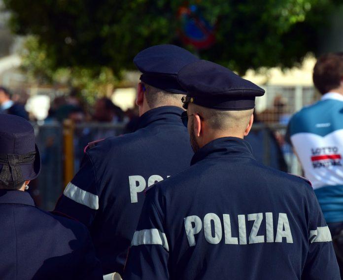 Italie : Un homme meurt dans un accident de la route, sa femme et son amante indemnisées (détail)
