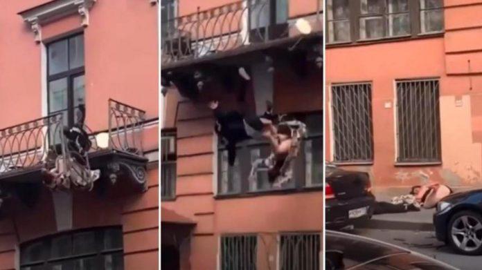 Un couple tombe d'un balcon pendant une dispute (Video)