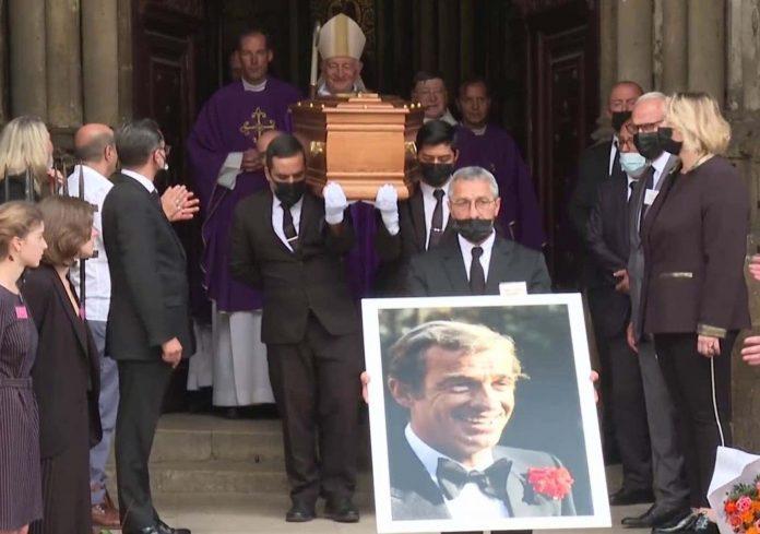 Obsèques de Jean-Paul Belmondo : Delon et la famille du cinéma au dernier adieu de Bébel